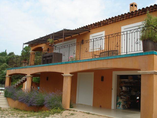 Grande villa avec piscine et vue magnifique sur le village for Construction piscine zone agricole