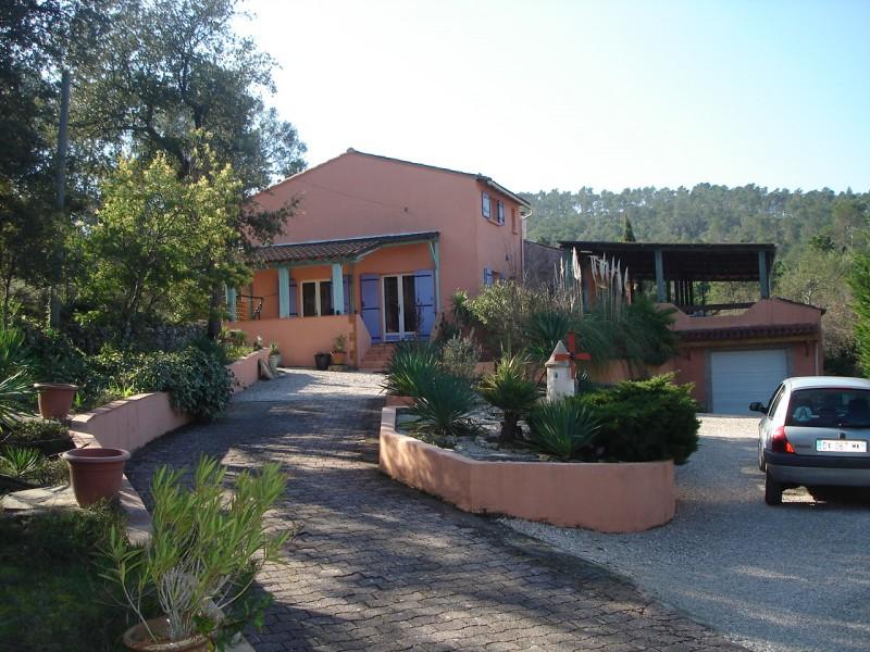 Villa avec vue dans quartier calme 5 sainte anastasie sur for Villa avec terrasse couverte